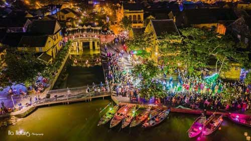 sông hoài rực rỡ trong đêm hoa đăng